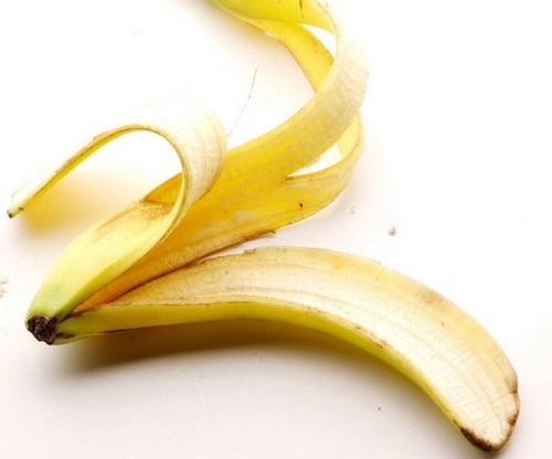 Cách tẩy trắng răng bằng vỏ chuối SIÊU đơn giả mà hiệu quả