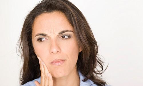 Mọc răng khôn uống thuốc gì để giảm đau ngay tức thì? BS tư vấn