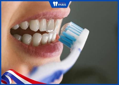 sau sinh có được đánh răng không