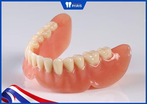 Trồng răng giả tháo lắp để khắc phục mất răng