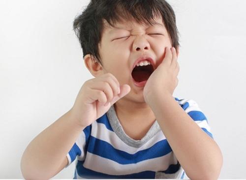 Trẻ bị sâu răng hàm phải làm gì, có nên nhổ không? 2
