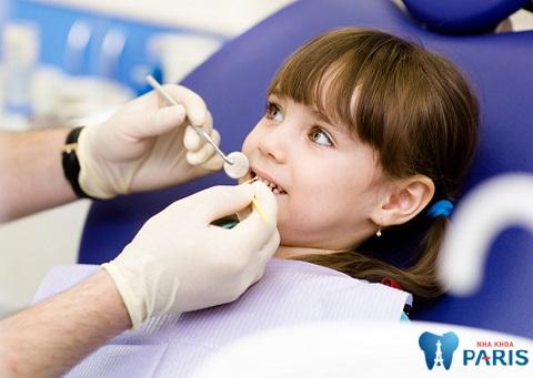 Tùy mức độ sâu răng hàm, bác sĩ sẽ tư vấn trẻ bị sâu răng phải làm gì