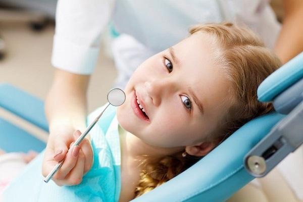 Cách nhổ răng sữa đúng thời điểm cho trẻ? Chuyên gia tư vấn 1