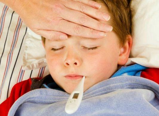 Các mẹ nên làm gì khi trẻ sốt mọc răng? BS tư vấn