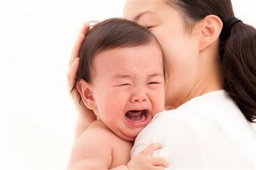 Làm gì khi trẻ sốt mọc răng? Triệu chứng và cách khắc phục triệt để 2
