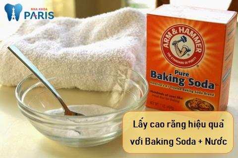Baking soda kết hợp với nước là một cách lấy cao răng đơn giản