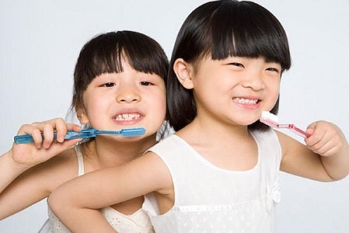 các bước đánh răng đúng cách cho trẻ mầm non