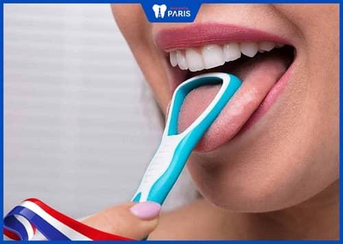 cạo lưỡi sau khi chải răng