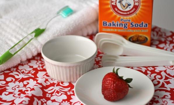 Cách làm trắng răng bằng baking soda CỰC NHANH CHÓNG!! 3