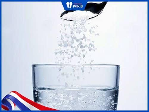 Nước muối giúp trị hôi miệng