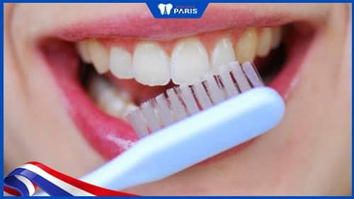 cách vệ sinh răng sau khi nhổ răng khôn
