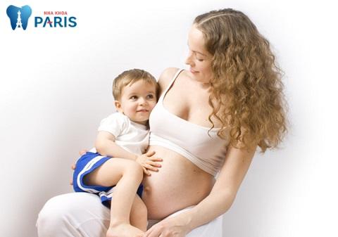 Trẻ em dưới 10 tuổi và phụ nữ có thai nên thận trọng khi lấy cao răng