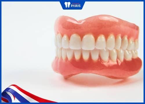 trồng răng có đau không