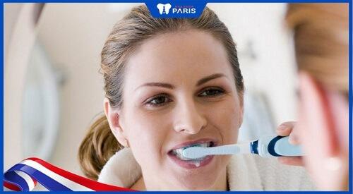 đánh răng bằng muối