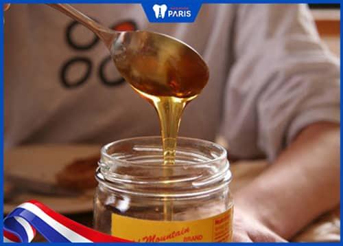 Chữa hôi miệng bằng mật ong nguyên chất