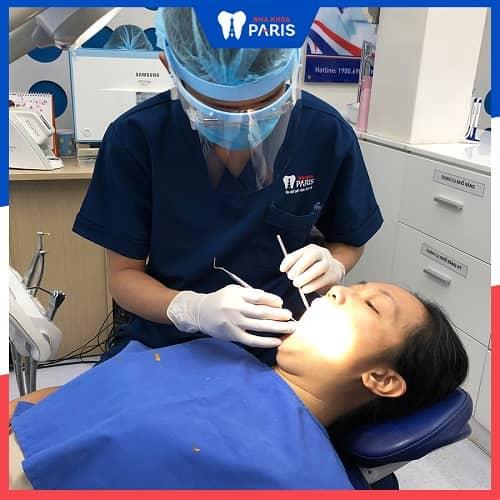 nhổ răng xong bị hôi miệng phải làm sao