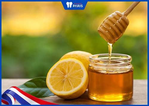 Sử dụng chanh và mật ong chữa hôi miệng