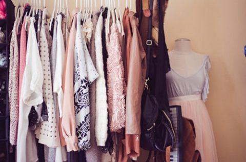 Tủ quần áo ít nhưng chất lượng là cách thay đổi bản thân trở nên xinh đẹp.