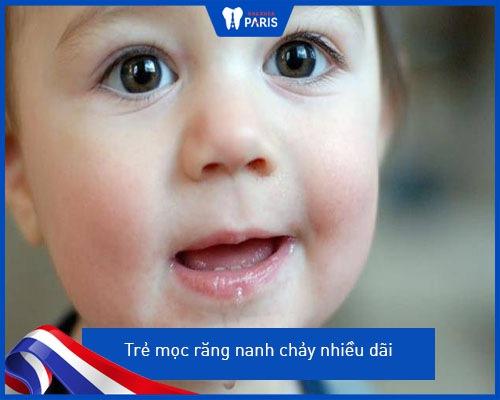 Những dấu hiệu thường gặp khi bé mọc răng nanh