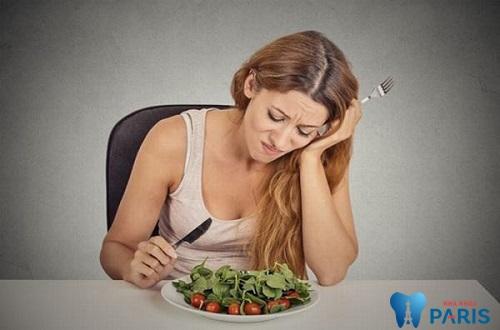 Việc ăn nhai của bạn sẽ khó khăn hơn rất nhiều nếu chân răng bị yếu
