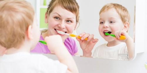 Tập cho bé thoi quen vệ sinh răng miệng hàng ngày