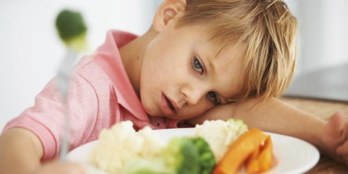 Trẻ trở nên biếng ăn khi sún răng