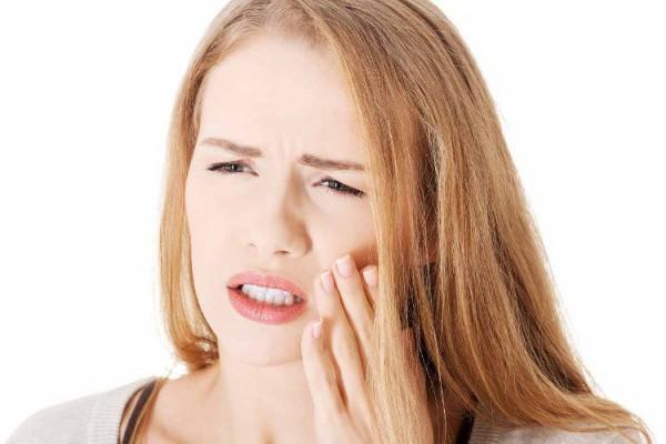 Bị đau sau khi thực hiện bọc răng sứ