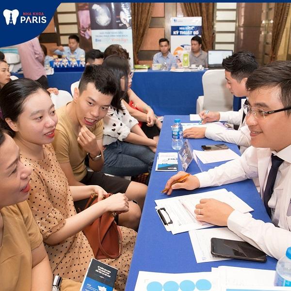 Đội ngũ bác sĩ giàu kinh nghiệm khám và tư vấn cho khách hàng