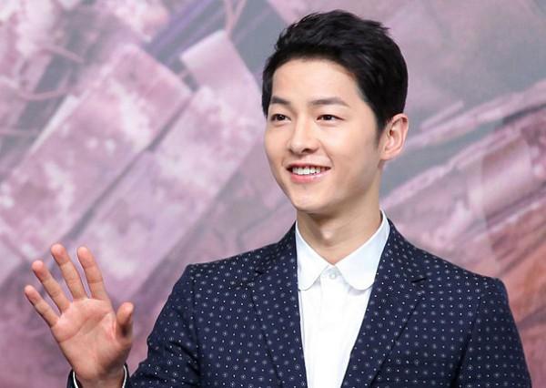 Song Joong Ki sở hữu cho mình một hàm răng đẹp của nam