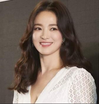Song Hye-Kyo: Nữ chính Hậu duệ mặt trời với nụ cười đẹp ngất ngây