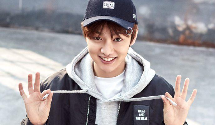 Chàng ca sĩ, diễn viên người Hàn Quốc Shin Won Ho sở hữu nụ cười tươi tắn, ấm áp