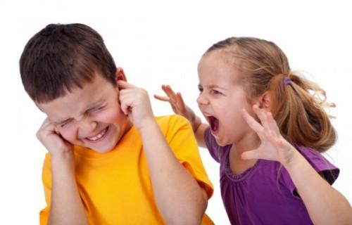 vì sao trẻ nhỏ ăn kẹo dễ bị sâu răng
