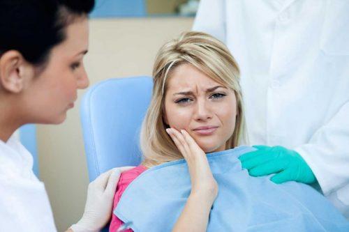 chụp răng sứ bị đau