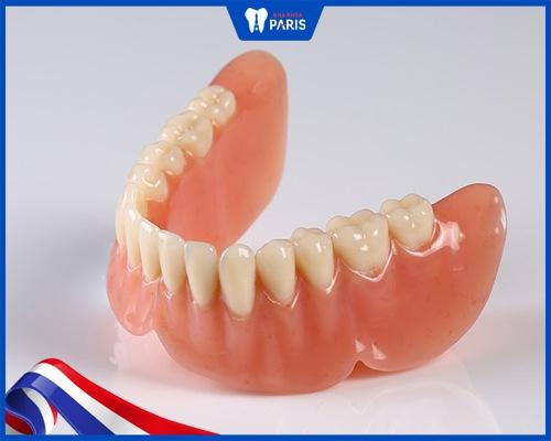 trồng răng cho người già bằng hàm tháo lắp