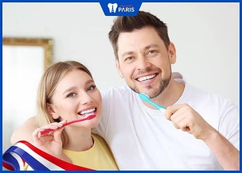chăm sóc răng tránh hôi miệng sau implant