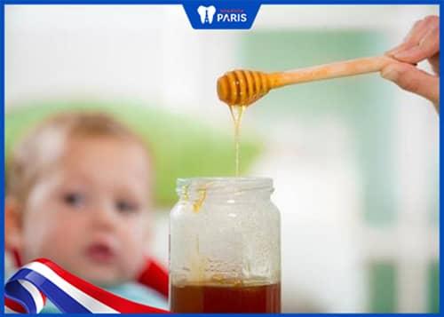 Cách trị hôi miệng ở trẻ em 1,2 tuổi bằng Mật Ong