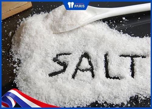 Hướng dẫn cách trị hôi miệng ở nhà với muối