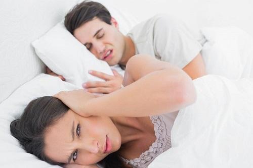 nghiến răng khi ngủ sướng hay khổ