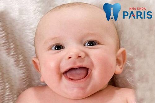 trẻ 8 tháng chưa mọc răng