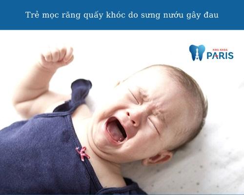 Trẻ mọc răng quấy khóc