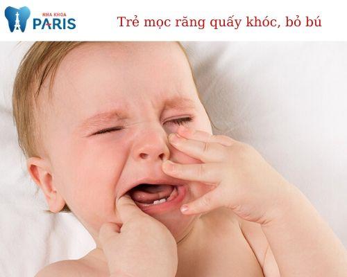 trẻ mọc răng biếng ăn