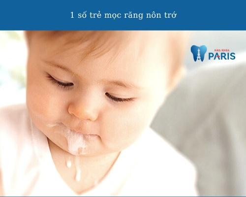 trẻ mọc răng có bị nôn trớ không