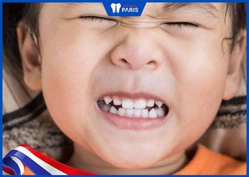 Bị tụt lợi chân răng do nghiến răng