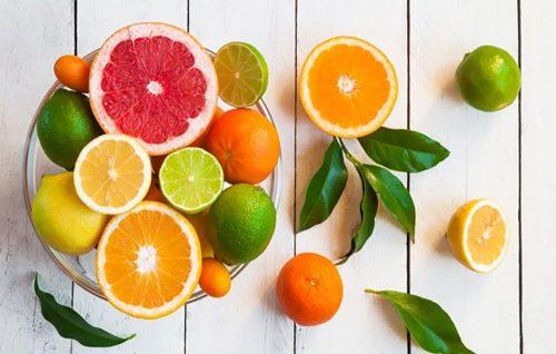 Không nên cho trẻ ăn nhiều hoa quả chứa axit
