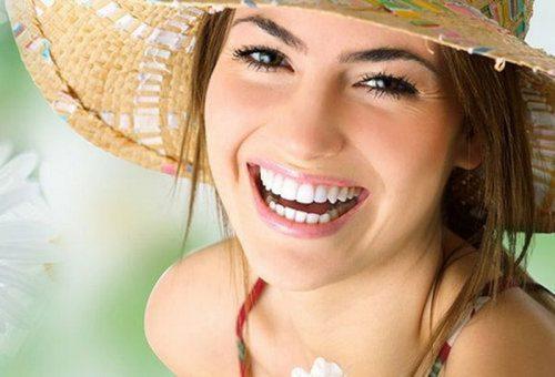 cười hở 8 cái răng
