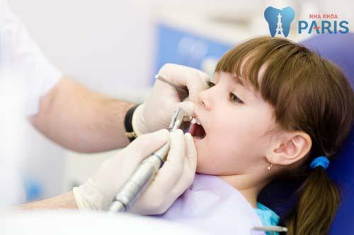 nhổ răng sữa bị sún