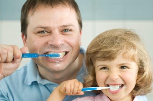 nổi mụn trắng ở nướu răng
