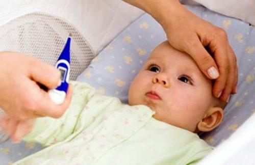trẻ sốt mọc răng bao lâu thì khỏi