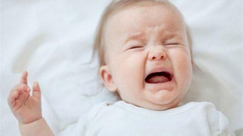 dấu hiệu trẻ sốt mọc răng