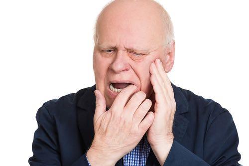 bị viêm nướu răng phải làm sao